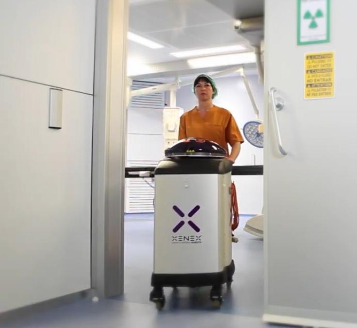 Xenex, el robot desinfectante de Clece destruye el coronavirus en 2 minutos