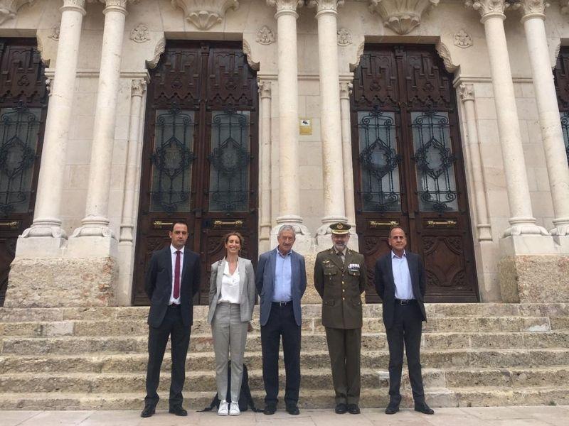 Aesmide visita junto con Calcetines Mingo el Palacio de Capitanía Militar y la Cámara de Comercio e Industria de Burgos