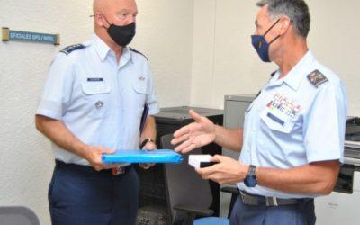 El Jefe del Mando Espacial de EE.UU. visita el Centro de Operaciones de Vigilancia Espacial (COVE)