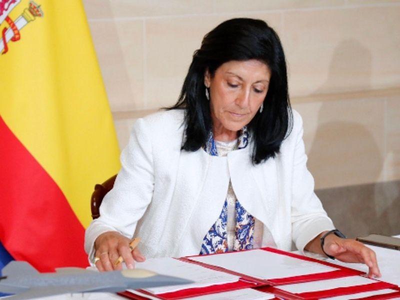La secretaria de Estado de Defensa, Esperanza Casteleiro,  firma en París el Acuerdo de Implementación Nº 3 del Proyecto NGWS/FCAS