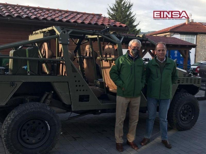 El Presidente y el Director Técnico de AESMIDE visitan EINSA para conocer las capacidades del nuevo vehículo ligero Neton sobre el terreno